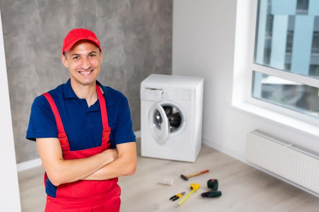 Tecnico ripara lavatrici